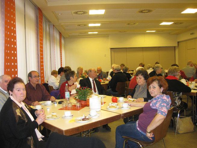 Interkulturelles Netzwerk mit buntem Programm  Seit mehr als 4 Jahren besteht es inzwischen, das interkulturelle Seniorennetzwerk zur Förderung der Integration von zugewanderten Menschen in Siegen. Es