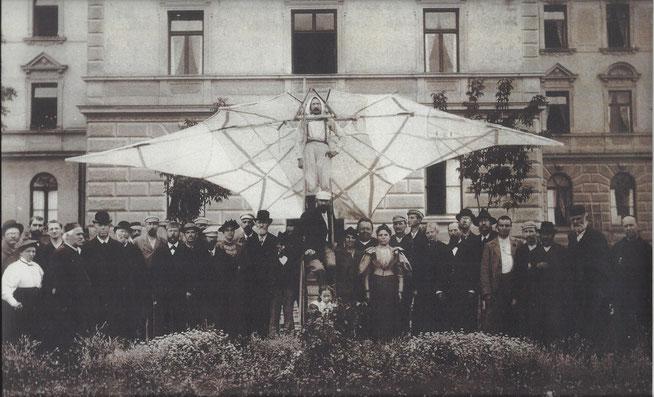 Weltenfahrer Alfred Groß im Garten des Sebastianeums in Bad Wörishofen © Photo Grebmer 1893