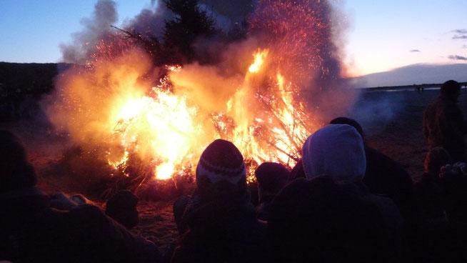 Neujahrs-Feuer Niederlande Holland Lagerfeuer riesig