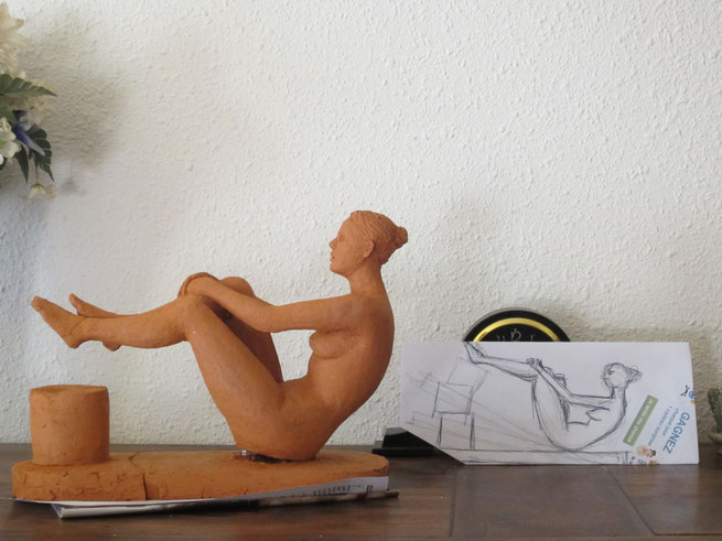 nu en équilibre. sculpture argile ouveausculpteur 2013.