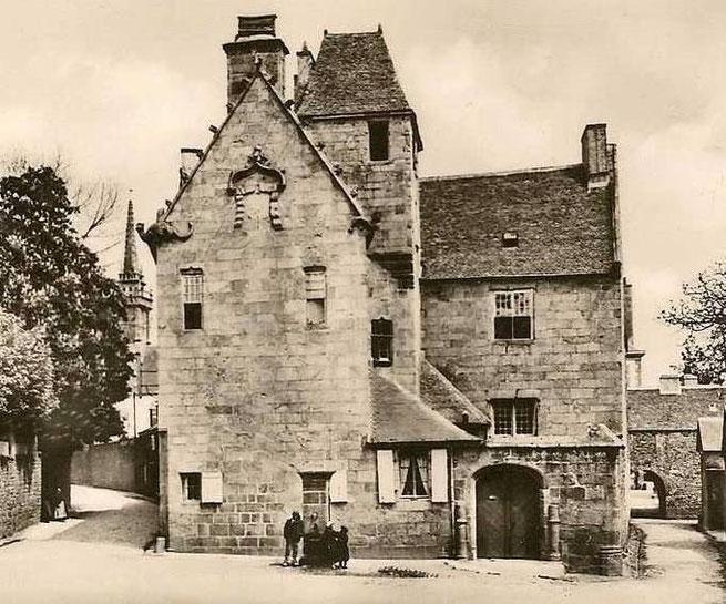 L'école d'hydrographie de Saint-Pol de Léon occupait la maison prébendale construite en 1530 à proximité la cathédrale