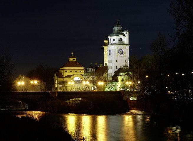 freaky finance, freaky travel, Zinskraft, Top 5 München, Müllersches Volksbad, Nacht, Schwimmen, Isar