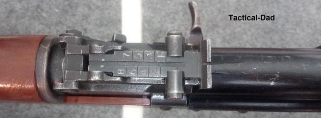 """Die chinesische Typ 56 Kalaschnikow hat das übliche """"Kurvenvisier""""."""