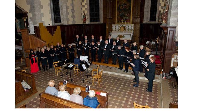 concert Schubert en l'église de Maintenon avec la chorale Harmoniques de Dreux et le quatuor à cordes de Sequentiae (photo JP Ronnay)