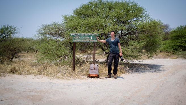 the backpack und ich im weltberühmten deception valley in der central kalahari in botswana