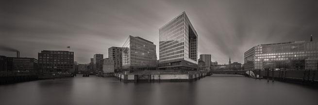 Langzeitbelichtung| Spiegelgebäude | Hamburg 2017