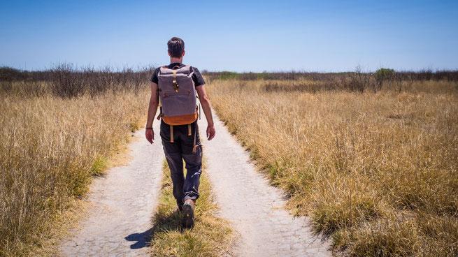 der compagnon backpack und ich in der unendlichen weite der central kalahari