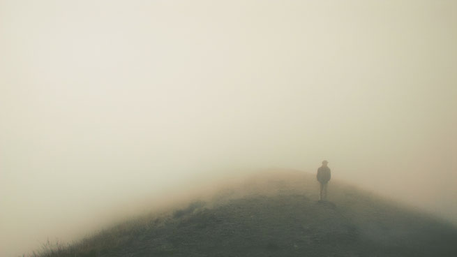 Person in Nebel