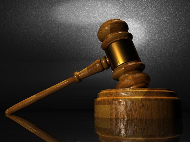 Hammer bei Gericht