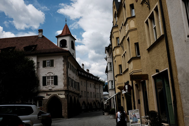 Die engen Gassen von Hall in Tirol