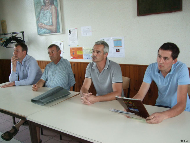 De gauche à droite : Olivier Picart adjoint au maire- Bruno Lahouati maire de Vallée-en-Champagne - Olivier Coubronne, porteur du projet d'élevage -  Alexandre Gobert, technicien développement au sein de CDPO .