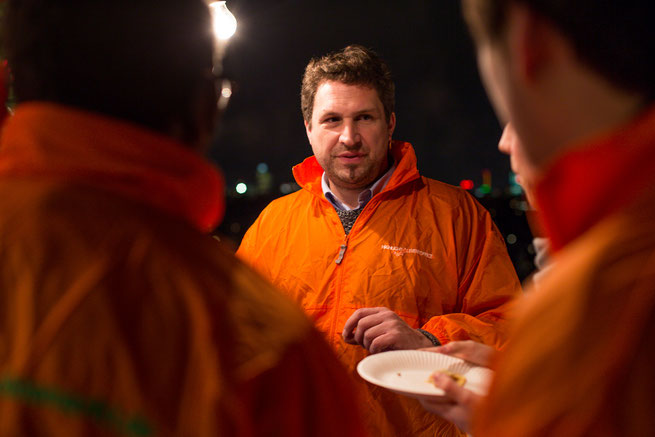 Tobias Volland von Highlight Eventoffice im Einsatz auf einem Weihnachtsmarkt in Deutschland