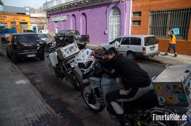 Uruguay - Südamerika - Reise - Motorrad - Honda Transalp - Warten auf unserer Schweisser für die Kofferträger in Montevideo