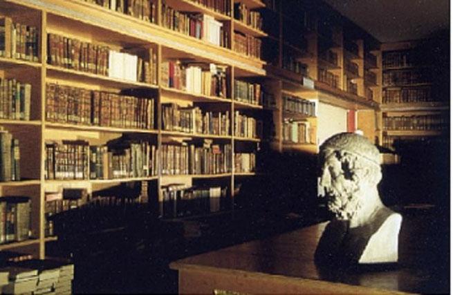 Die Alte Bibliothek mit Büste Homers