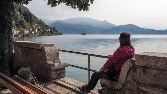 Bild: Warten auf das Schiff am Lago Maggiore