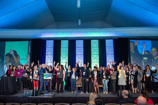 APMPへの多大な貢献を表彰するアワードディナー、写真は40才以下の若手メンバーの表彰の様子