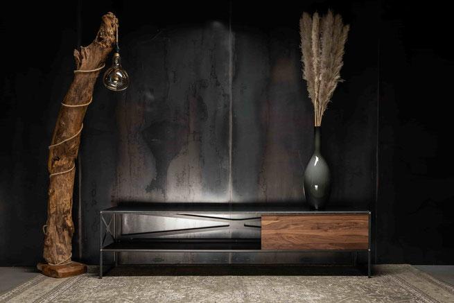 MÖBELLOFT Design Kommode aus Stahl und Massivholz im Industrial Design auf Maß und in handarbeitet gefertigt