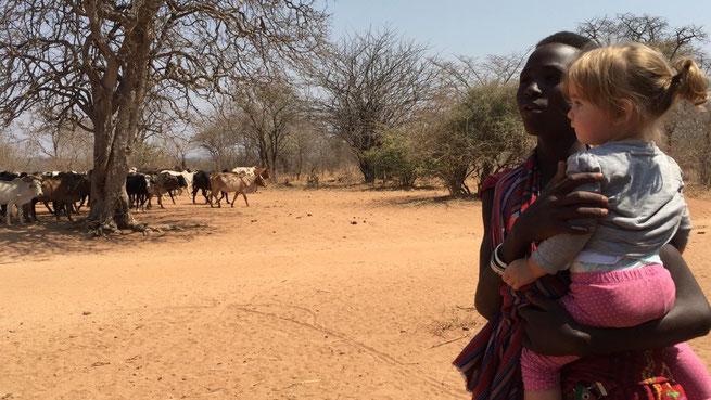 Mia mit Massai im Ruaha