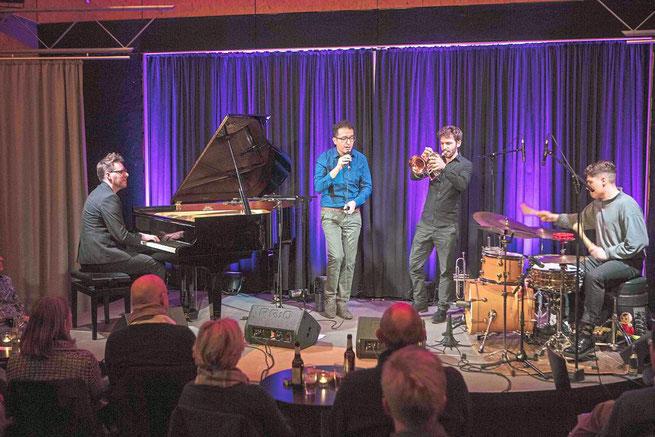Mit einem glänzenden Konzert endete am Donnerstag die Jazzsaison im Dachtheater. Diese renommierte Reihe wurde an diesem Abend durch das kulturelle Grenzen übergreifende Projekt des libanesischen Sänger Rabih Lahoud um eine einzigartige Facette bereichert