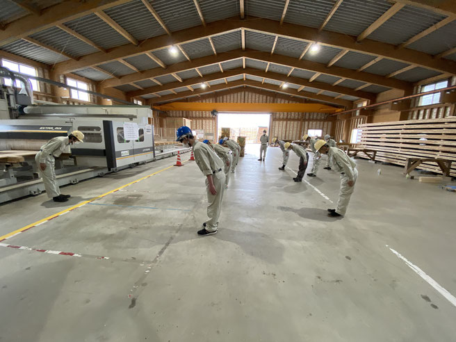 CLT加工棟で基本動作訓練