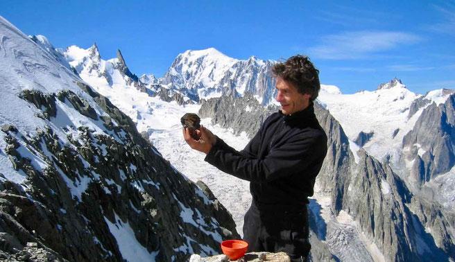 Découverte de cristaux dans le Massif du Mont-Blanc pendant l'été 1999.