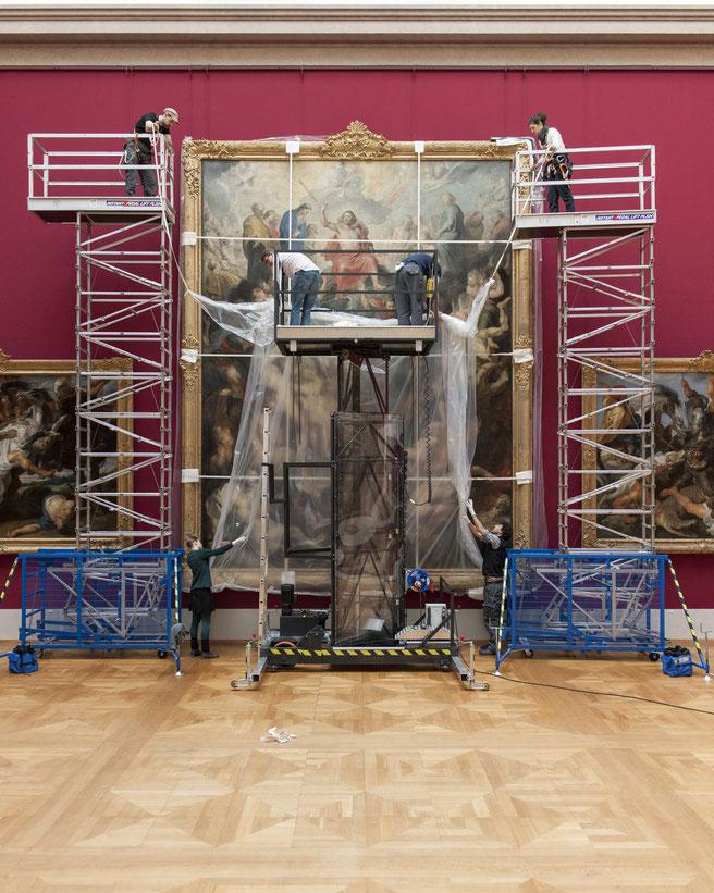 Folienentfernung der Verhüllung von Peter Paul Rubens Jüngstem Gericht  © Bay. Staatsg.slg., Foto: N. Wilhelms