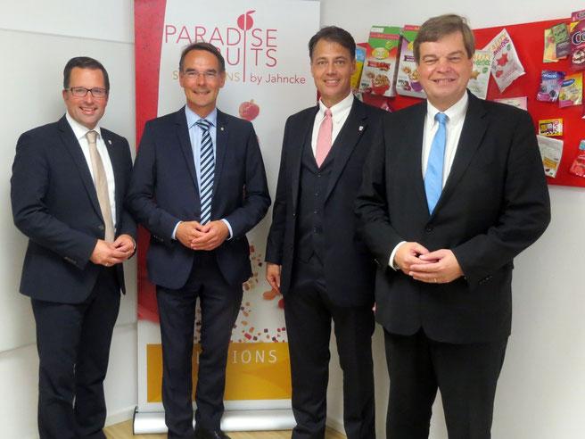 Foto oben von links: Kai Seefried MdL, Ingbert Liebing MdB, Kurt Jahncke Unternehmensgeschäftsführer und PSts Enak Ferlemann