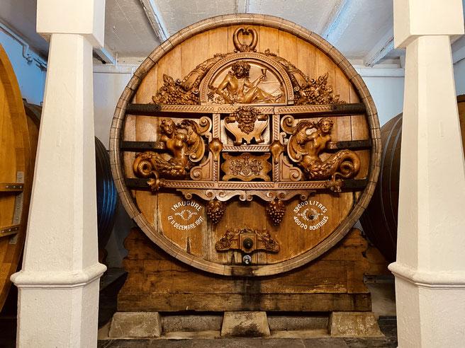 Fass im Keller des Weinguts Clos de la République im Lavaux