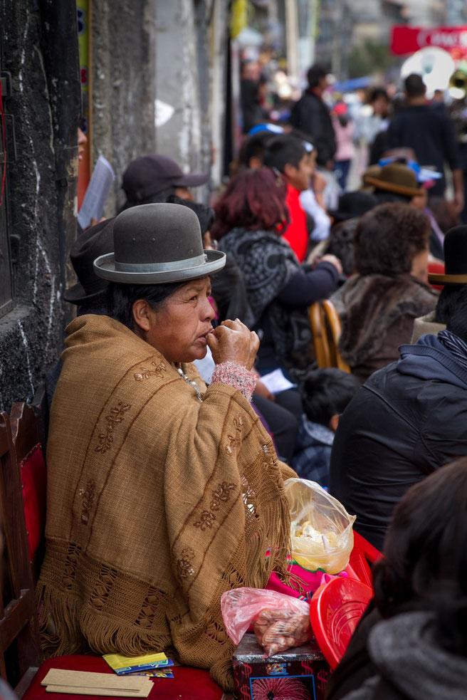 Cholitas, siempre comiendo