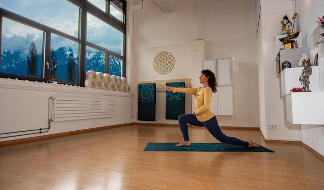 Carmen Weder, All 1 Yoga, Yoga, Interlaken, Virasana, Heldenpose