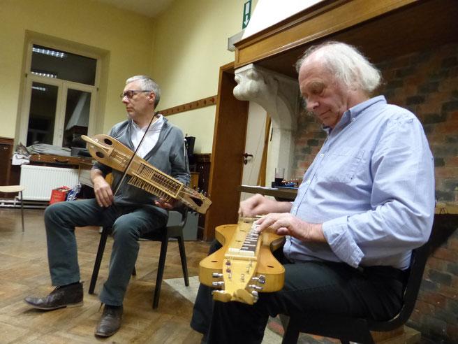 Salon Ambroisine en concert à Rivière épinette et nyckelharpa