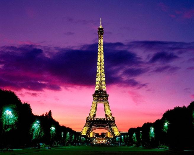 Torre Eiffel de noche. Fuente: desconocida.