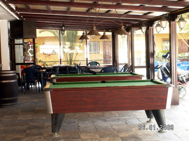 Billiard am Pool in der ferienanlage Los Torrers auf Teneriffa