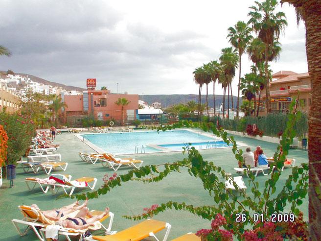 Gemeinschaftspool der Ferienanlage Los Torres in Los Christianos auf teneriffa