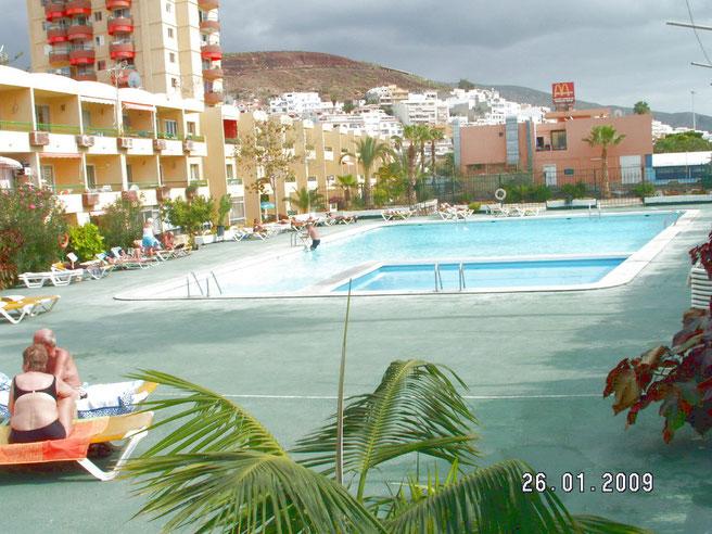Pool im Aussenbereich in der Apartmentanlage Los Torres direkt am Strand von Los Christianos