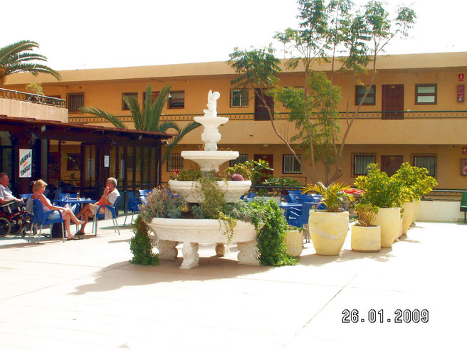 Terrasse und  Caffeteria am Pool  in der Ferienanlage Los Torres in Los Christianos
