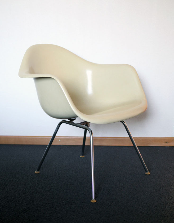 eames fiberglas armchair sidechair