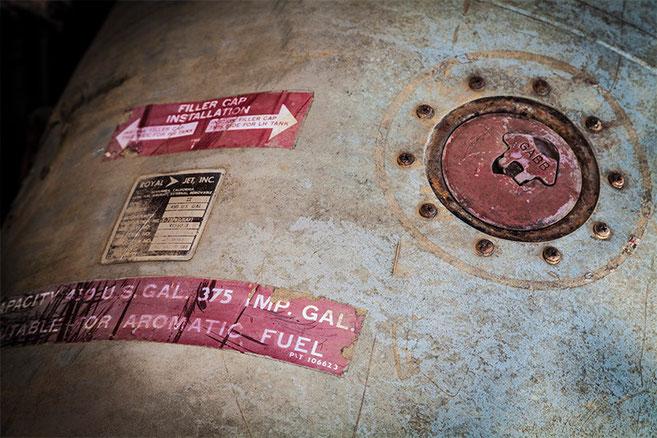 Depósito de combustible suplementario de un avión norteamericano. (Expuesto en el centro de información turística de Phonsavan)