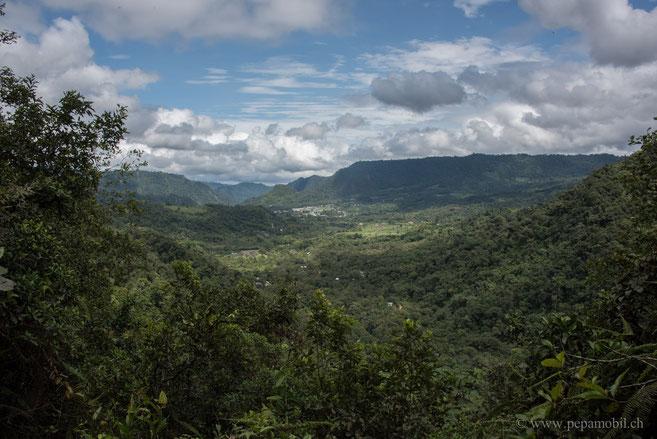 Sicht auf Mindo von den Cascadas