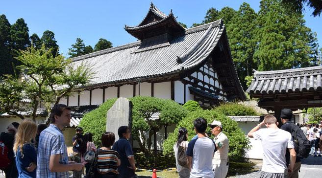国際会議エクスカーションで塩竃・松島地区を案内、 松島の瑞巌寺 国宝の庫裏にて。