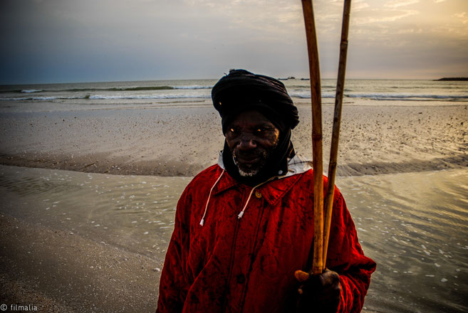Pescador en la playa. Nouakchott. Mauritania.