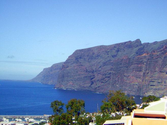 Der Blick von der Terrasse der Ferienwohnung in Los Gigantes auf Teneriffa