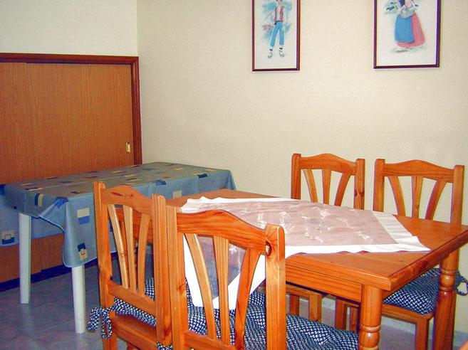 Essbereich mit Tisch in der Ferienwohnung mit meerblick in Los Gigantes auf Tenerife