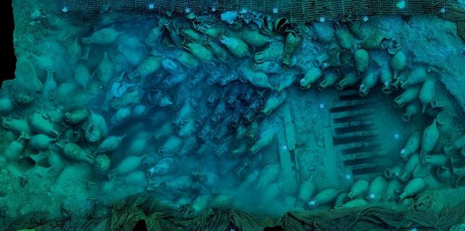 El pecio Bou Ferrer: un naufragio de la época de Nerón en Vila Joiosa (Alicante)  y una imágen espectacular de:  National Geographic