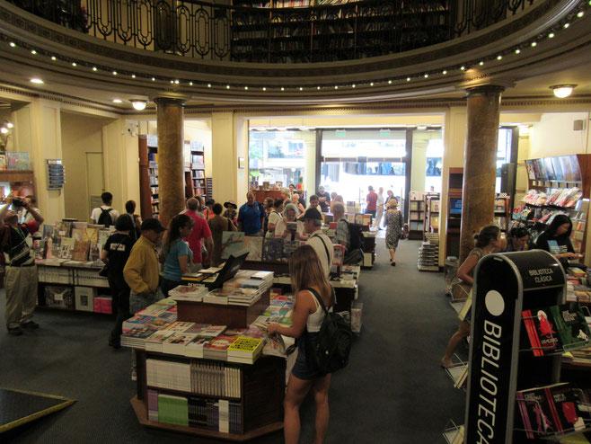 El Ateneo 有名な書店 元オペラ座 観光客でごった返している