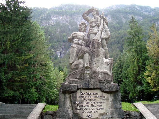 Statur auf dem Militärfriedhof Log pod Mangartom Isonzofront