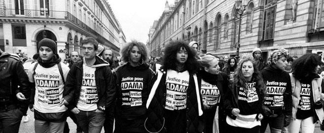 """Kollektivet """"Adama Traoré"""" deltager som blok i """"De Gule Veste"""" - demoerne i Paris"""