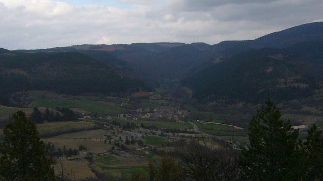 Vue générale du village de Lanuéjols