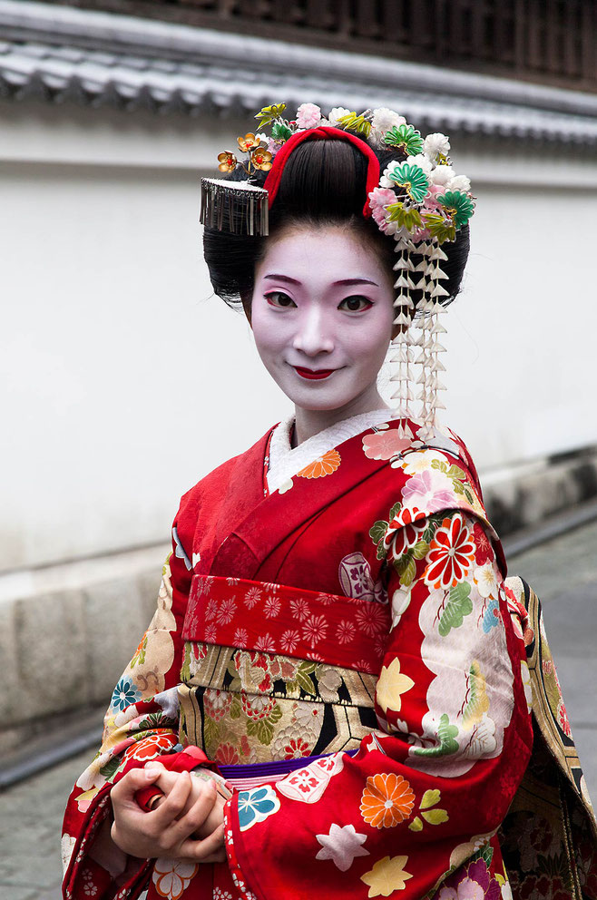Traditional Geiko, Geisha with white make-up and Kimono, Kyoto, Japan, Asia, 1207x1820px