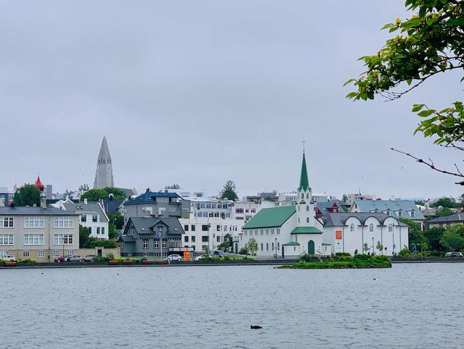 Reykjavìk vista dal lago Tjörnin. Foto di Alessia Paionni